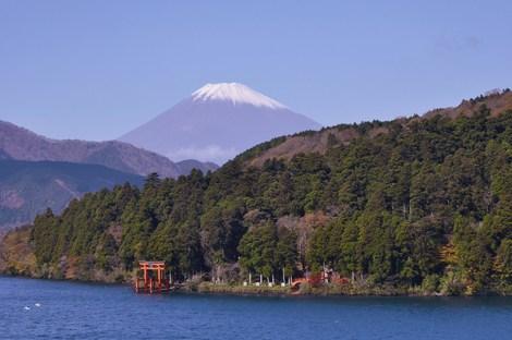 展望室よりみる芦ノ湖と富士山2.jpg