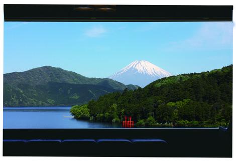 展望室よりみる芦ノ湖と富士山.jpgのサムネール画像