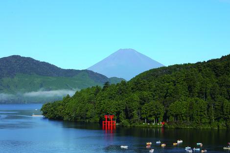 展望室より見る芦ノ湖と富士山3.jpg